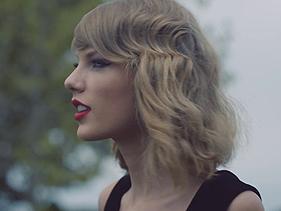 """Taylor Swift atinge 2 bilhões de visualizações com os clipes de """"Blank Space"""" e """"Shake It Off"""", sendo a primeira mulher a atingir a marca"""