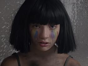 """""""The Greatest"""", da Sia, ganha Leão de Prata como melhor clipe em importante festival"""