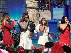 Direto da Disney, grupo Fifth Harmony canta clássica música de Natal