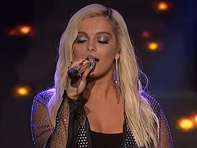 "Bebe Rexha canta ""Meant to Be"" com os finalistas do American Idol"