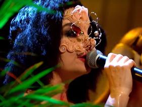 "ROCKline: De volta à TV, Björk apresenta ""Courtship"" e ""The Anchor Song"" no Later… with Jools Holland"