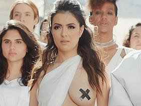 """Li Martins, do Rouge, explica decisão de mostrar os seios no clipe de """"Dona Da Minha Vida"""""""