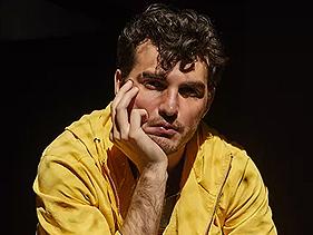 """Jão aparece ousado em ensaio para a revista GQ e explica sua """"sofrência pop"""": """"sou meio dramático"""""""