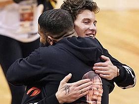Fotos: Drake e Shawn Mendes se encontram em jogo de basquete