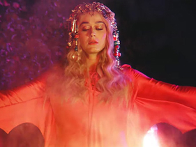 "Katy Perry lançará finais alternativos para clipe de ""Never Really Over"""