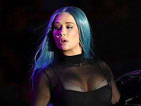 Animada, Iggy Azalea dá detalhes sobre novo single, que será uma parceria com várias cantoras do Pop