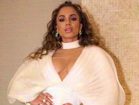 "Dica? Anitta adiciona gifs de ""fogo"" à contagem regressiva misteriosa"