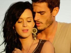 """Katy Perry é acusada de assédio por ator de """"Teenage Dream"""" e apresentadora de TV russa"""