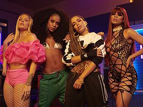 """Em vídeo, grupo de produtores Hitmaker mostra Anitta, Lexa, Luísa Sonza e MC Rebecca gravando a música """"Combatchy"""""""