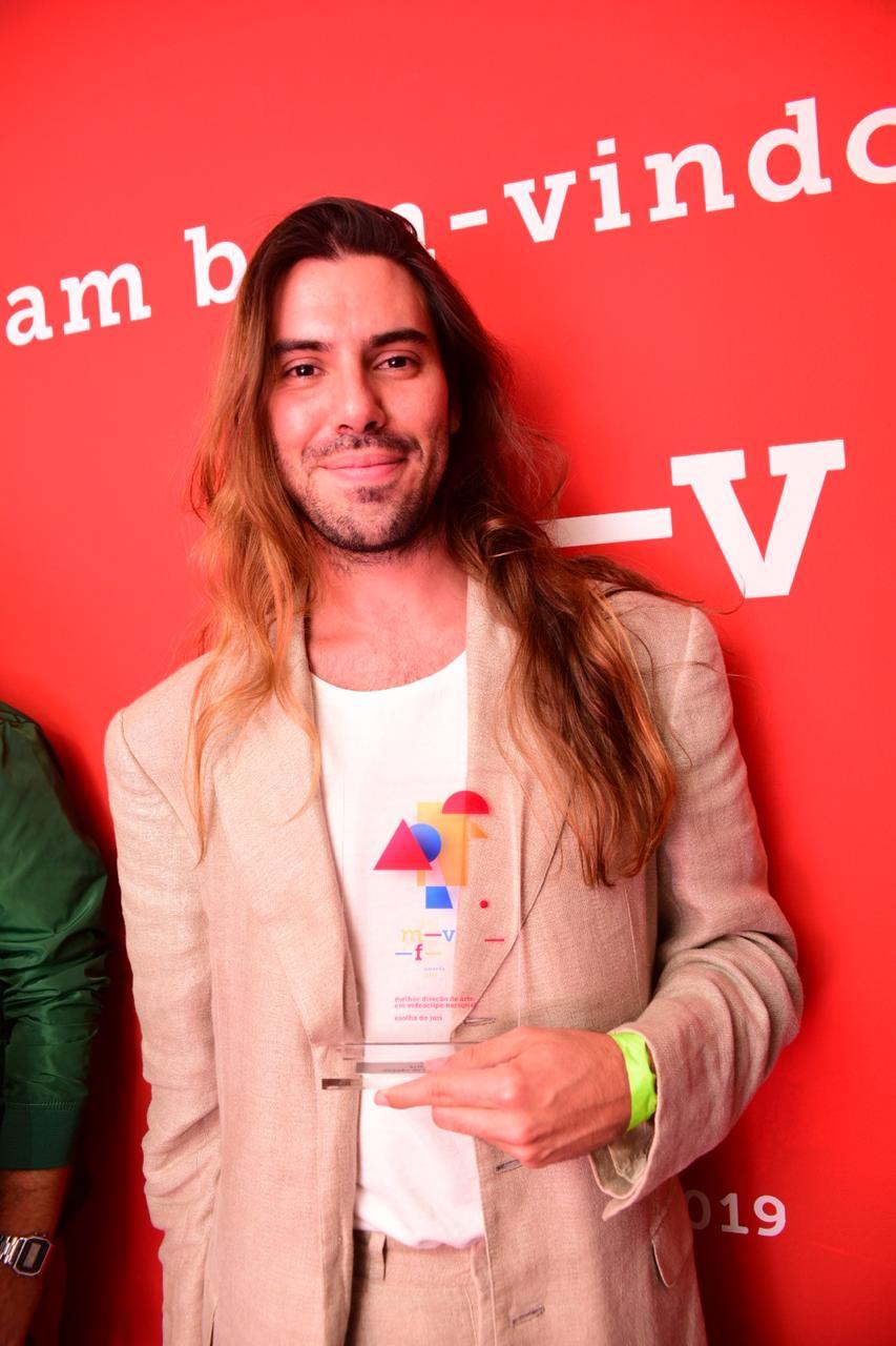 """Além do BMVA, o diretor Ítalo Matos também foi o vencedor da categoria """"Melhor Direção"""" no Music Video Festival Awards de São Paulo em 2019 - mais uma vez por """"Diaba"""". (Foto: Fernanda Tiné)"""