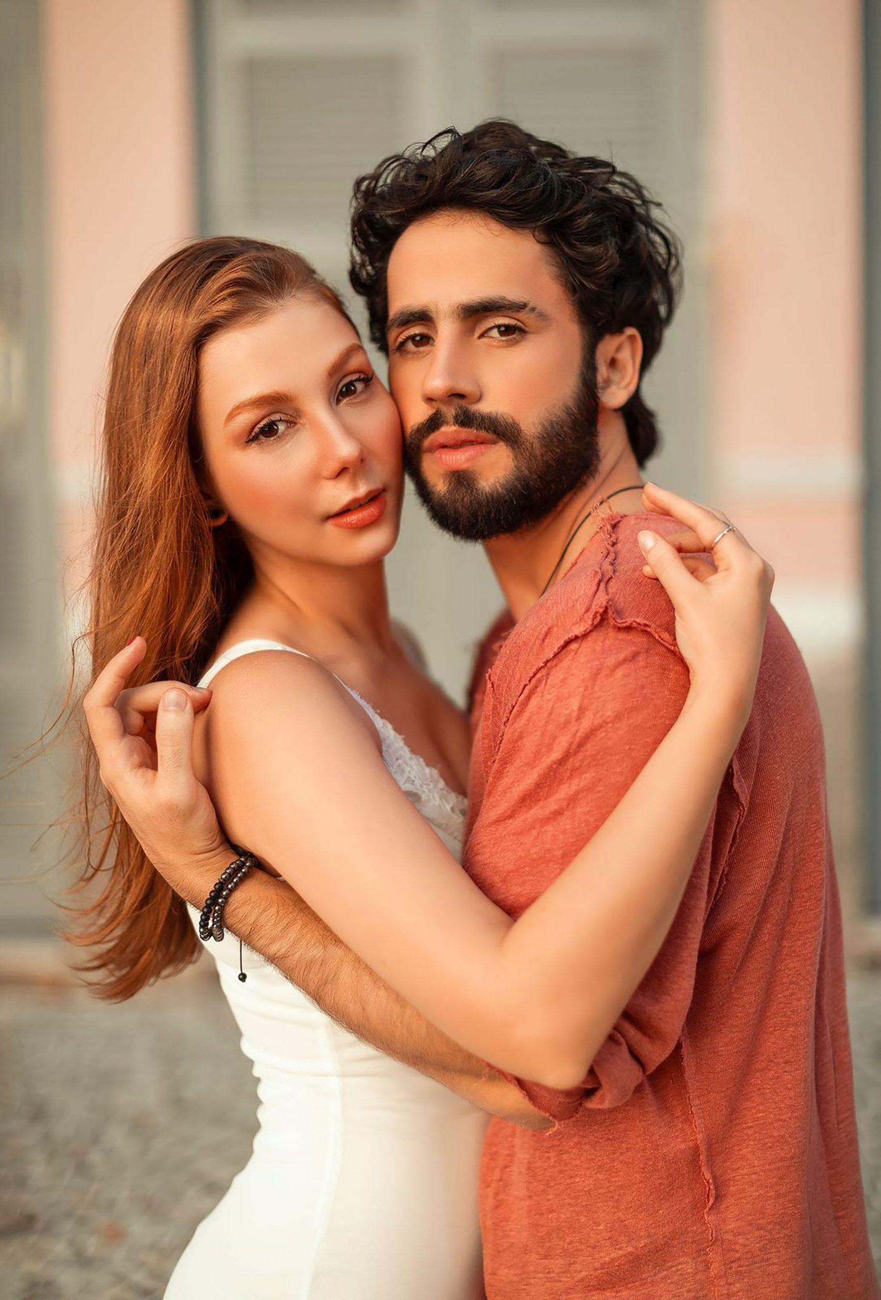 """Bella Schneider e Romero Ferro dão vida a casal apaixonado na música """"Take Me"""". Foto: Vernen Brenan"""