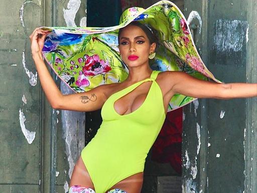 Novo single da Anitta terá feat. com Myke Towers e mais um artista