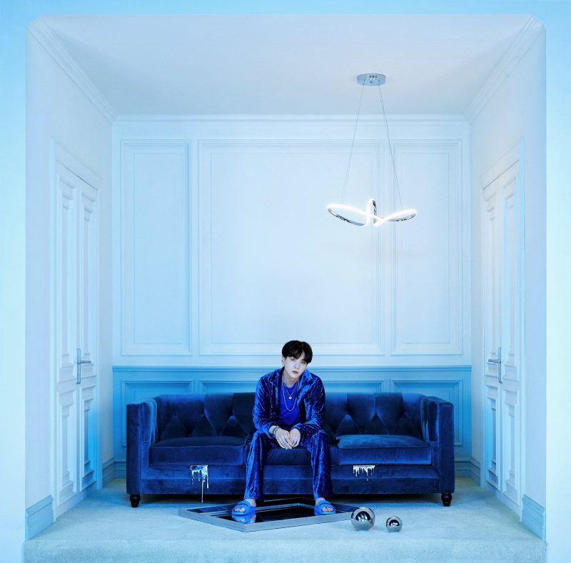 """BTS: SUGA explica escolha pelo azul para fotos do """"BE"""""""