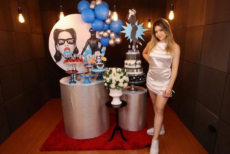 MC Melody ganha festa de aniversário com tema da Anitta