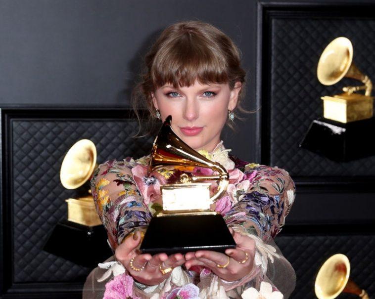 Taylor Swift pode disputar Grammy de Álbum do Ano contra si mesma