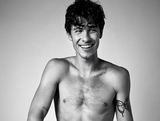 Homem sem camisa