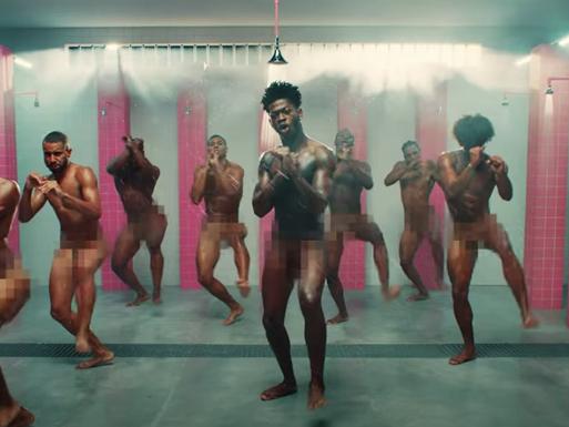 """Aqui está a versão sem censura: """"Industry Baby"""" do Lil Nas X"""