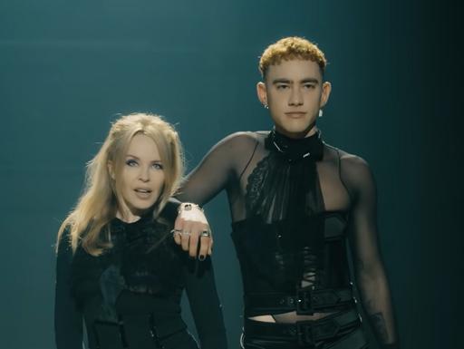 Kylie Minogue e Years & Years alternam visuais no clipe A Second to Midnight